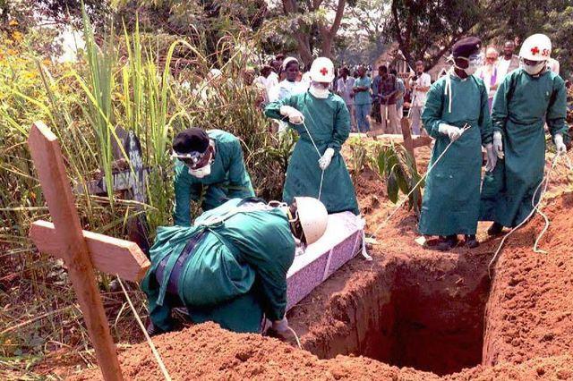 Rợn người hình ảnh chết chóc ở tâm đại dịch Ebola 11