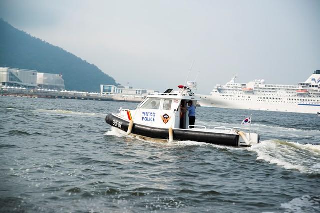 Một mẫu xuồng tuần tra của cảnh sát biển Hàn Quốc
