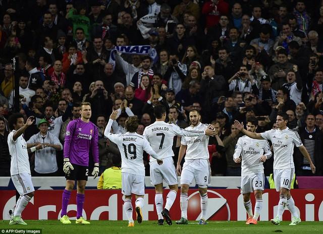 Trong ngày Ronaldo im tiếng, Benzema đã nổ súng mang về chiến thắng cho Real