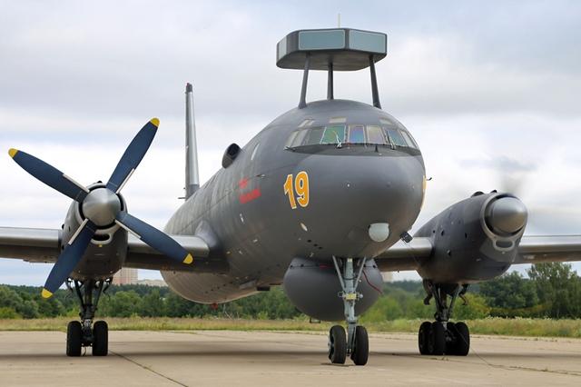 Máy bay IL-38N.