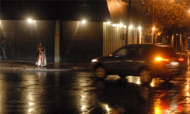 Đa số gái mại dâm ở Brazil chọn cách đứng đường để kiếm khách. Họ thường ăn mặc hở hang để thu hút người đi đường. Những người thu nhập thấp nhất là khoảng 200 – 300 USD/tháng