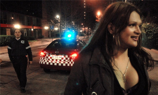 Đôi khi cảnh sát phạt hoặc tạm giam gái mại dâm. Tuy nhiên đây lại là cơ hội được ăn một bữa miễn phí của gái mại dâm Brazil