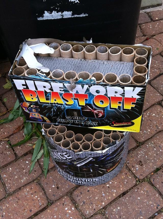 Đây là những pháo hoa được sử dụng bởi vào đêm trong tháng 10 năm 2011 đã gây ra £ 400,000 giá trị thiệt hại cho thuê nhà của Balotelli