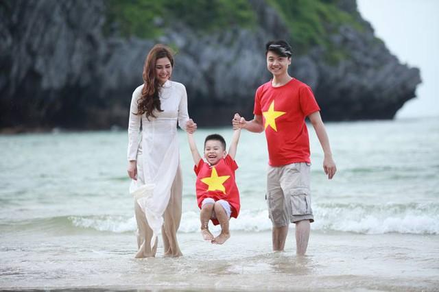Lưu Kỳ Hương bên con trai và bạn trai - NTK Dương Minh Tiến.