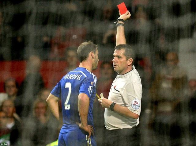Ivanovic bị thẻ đỏ cuối trận