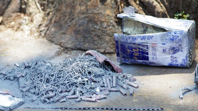 Những vật thể bằng kim loại bên trong quả bom thứ nhất  Ảnh:weibo