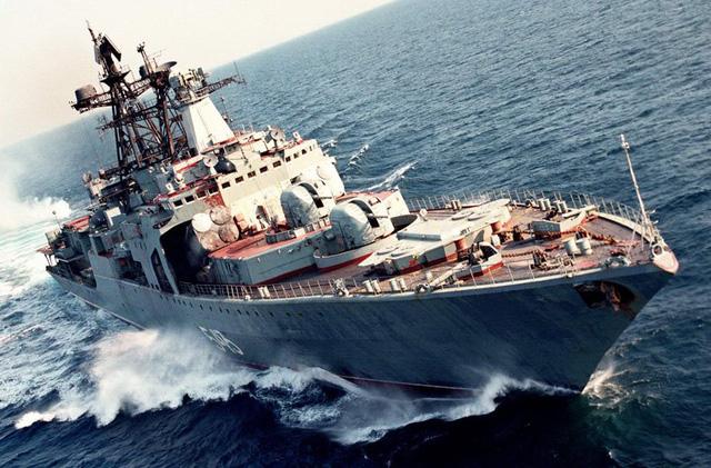 Nguyên soái Shaposhnikov được khởi đóng tháng 5/1983, chính thức vào biên chế Hạm đội Thái Bình Dương tháng 12/1985. Tàu có chiều dài 163m; rộng 19,3m; mớn nước 6,2m; lượng giãn nước đầy tải 7.900 tấn