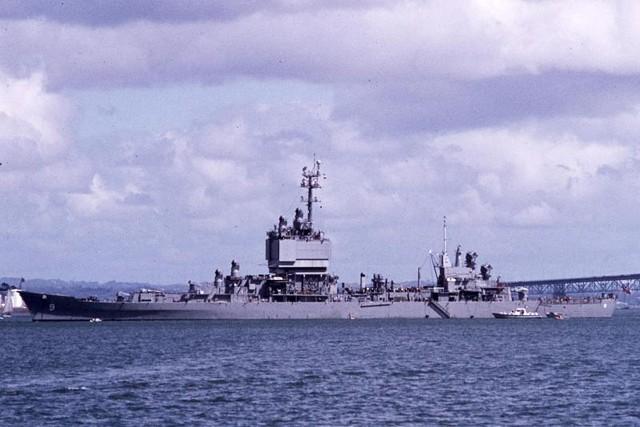 Long Beach là chiếc cuối cùng của Hải quân Mỹ được thiết kế như một tuần dương hạm đúng nghĩa còn về sau các tàu tuần dương đều được thiết kế lại dựa trên khung thân của tàu khu trục