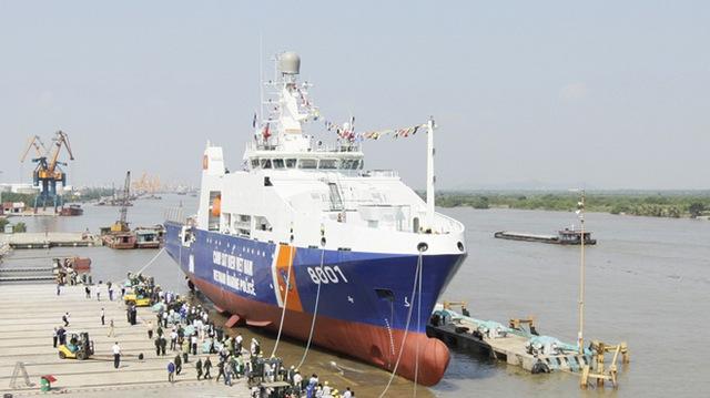 Tàu cảnh sát biển 8001 được đóng mới theo thiết kế và chuyển giao công nghệ của Tập đoàn Damen - Hà Lan; tàu được khởi công ngày 30/7/2011, hạ thủy ngày 23/10/2012, nghiệm thu ngày 10/9/2013 và chính thức vào biên chế Cảnh sát biển Việt Nam ngày 25/10/2013