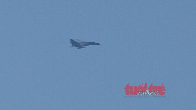 Máy bay tiêm kích của Trung Quốc tại khu vực giàn khoan HD-981. Nguồn ảnh: Tuổi Trẻ