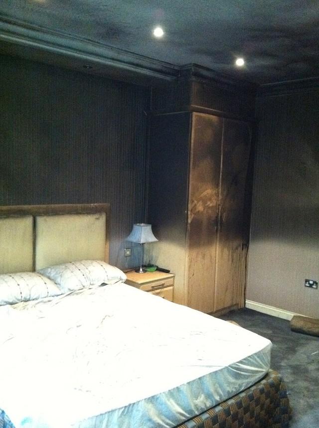Ngọn lửa và khói thiệt hại lây lan sang các phòng ngủ trong nhà