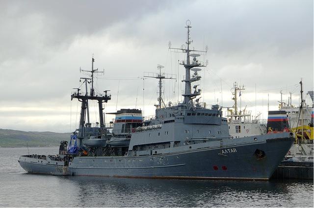 Alatau được hạ thủy ngày 23/3/1982 và chính thức vào biên chế ngày 29/12/1983. Tàu có chiều dài 92,6m; rộng 15,39m; mớn nước 5,85m; lượng giãn nước đầy tải 4.072 tấn