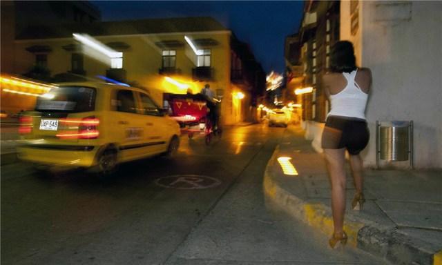 Gái mại dâm không chuyên không được yêu cầu trả giá cao, đôi khi họ chỉ được một cốc nước hoặc một vài USD