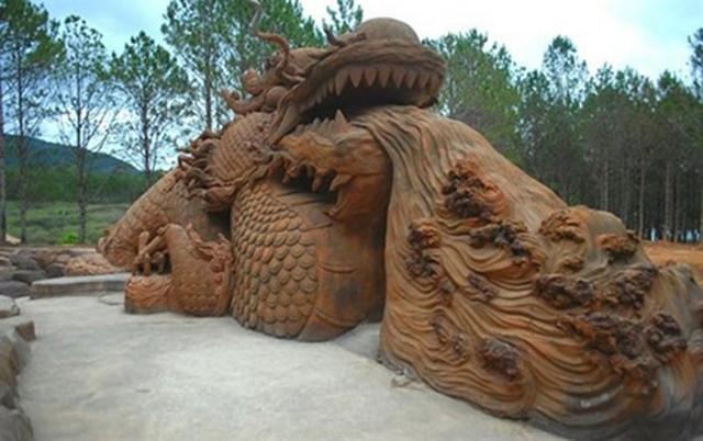 Cận cảnh nhà đất sét, đường hầm điêu khắc độc đáo tại Đà Lạt