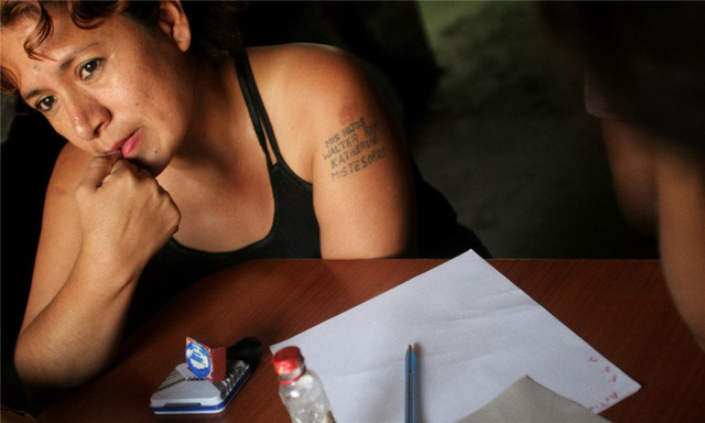 Gái mại dâm không chỉ nghèo đói mà còn bệnh tật. Bao cao su kém chất lượng từ Trung Quốc đã hại họ