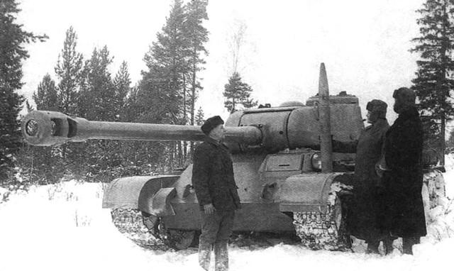 Phiên bản T-44 gắn pháo 122 mm