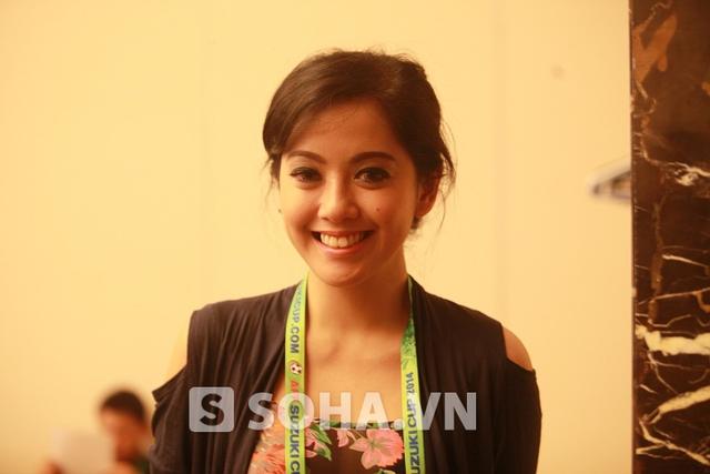 Putri Violla trong buổi họp báo trước thềm AFF Cup diễn ra chiều hôm qua