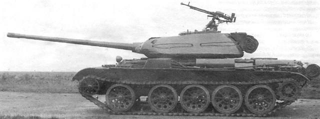T-44 gắn pháo 100 mm và súng máy DShK 12,7 mm