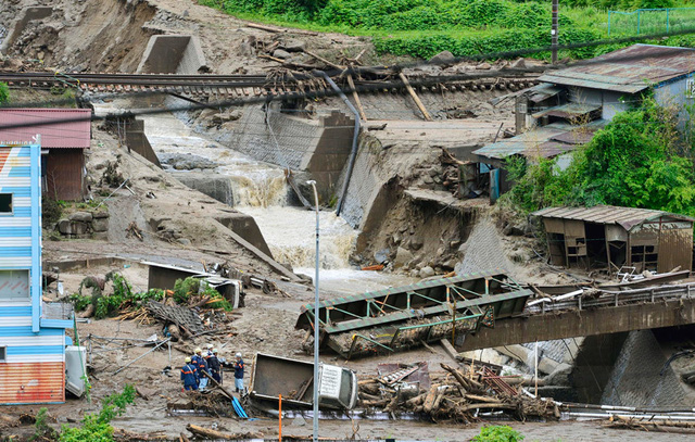 Hiện trường vụ lở đất do siêu bão Neoguri gây ra tại thị trấn Nagiso, Nhật Bản.