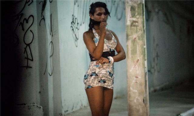 Gái mại dâm chuyên nghiệp kiếm nhiều hơn gái mại dâm không chuyên, nhưng do ở Brazil đó chưa phải một nghề được chấp nhận nên thực tế mức thu nhập rất bấp bênh và thiếu sự bảo vệ. Có ngày họ chỉ kiếm được dưới 100 USD