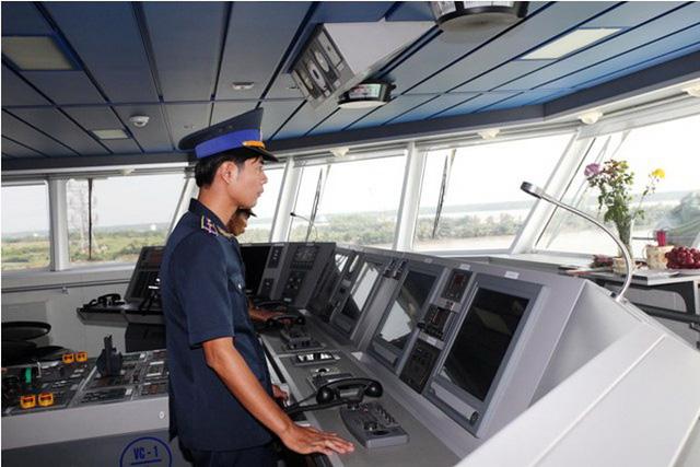Tàu được trang bị hệ thống thông tin liên lạc cực kỳ hiện đại, có thể truyền trực tiếp hình ảnh từ hiện trường về Sở chỉ huy.