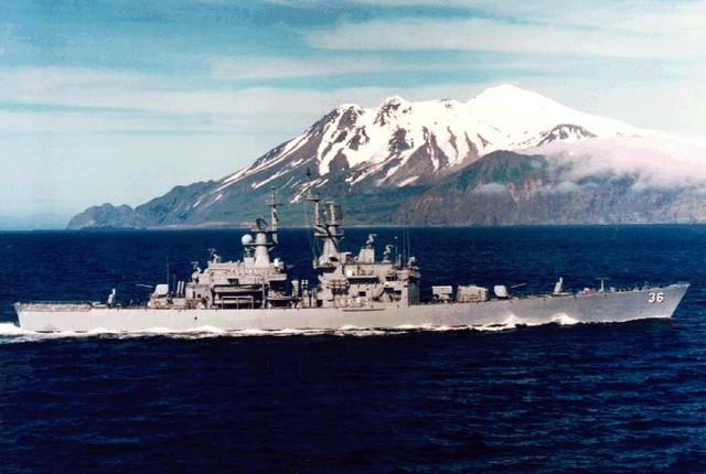 Hệ thống điện tử của CGN-36 gồm radar cảnh giới trên không 3D AN/SPS-48E và AN/SPS-49 2D; radar kiểm soát bề mặt AN/SPS-55; radar kiểm soát hỏa lực tên lửa AN/SPG-51, radar kiểm soát hỏa lực pháo Mk-48 cùng AN/SPG-60; sonar AN/SQS-26; ngoài ra tàu còn được bổ trợ thêm 1 radar đa năng vừa trinh sát vừa kiểm soát hỏa lực AN/SPQ-9. Vũ khí gồm có 1 pháo 127mm Mk-45; 1 ray phóng loại Mk-13 để phóng tên lửa RIM-66D Standard; 2 bệ phóng Mk-141 với 8 tên lửa hành trình chống hạm Harpoon; 1 bệ phóng tên lửa chống ngầm ASROC; 6 ống phóng ngư lôi Mk-46 và 2 hệ thống phòng thủ tầm cực gần Phalanx.