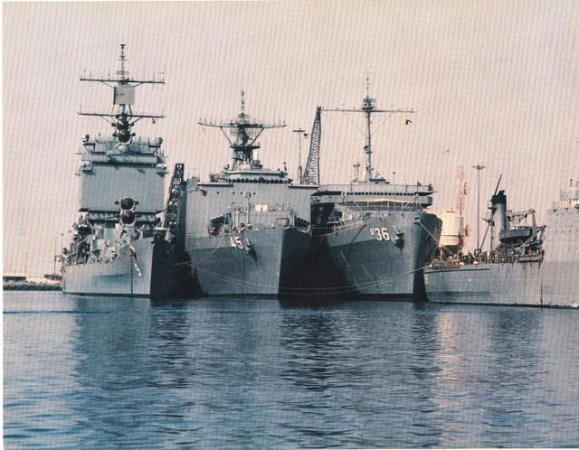 Biên chế của tàu khá lớn gồm tới 1.100 sỹ quan và thủy thủ