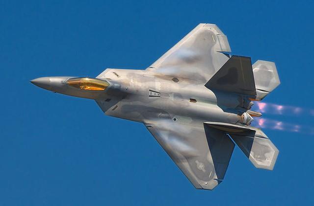 Tạp chí SAPIO (Nhật Bản) cho rằng ngay cả khi Trung Quốc sử dụng đến 20 máy bay chiến đấu thì F-22 cũng có khả năng đánh bại, sau đó quay về căn cứ an toàn