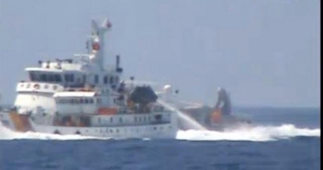 Tàu Trung Quốc xịt vòi rồng, tấn công ngăn chặn lực lượng thực thi pháp luật của Việt Nam ngày 12-5