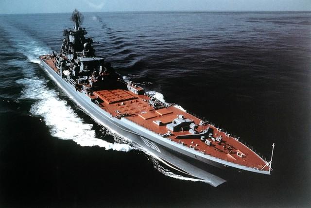 Có tất cả 4 chiếc lớp này được đóng trong giai đoạn từ 1974-1986 gồm: Kirov (đổi tên thành Đô đốc Ushakov), Frunze (Đổi tên thành Đô đốc Lazarev), Kalinin (Đổi tên thành Đô đốc Nakhimov) và Yury Andropov (Đổi tên thành Pyotr Velikiy). Trong 4 chiếc hiện chỉ có Pyotr Velikiy là đang hoạt động còn 3 chiếc kia đang trong giai đoạn khôi phục, sửa chữa.