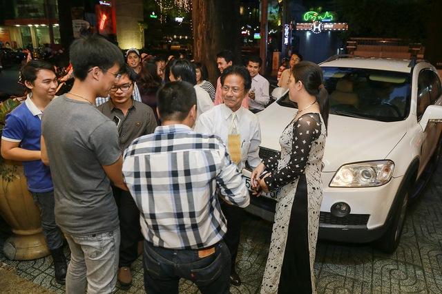 Để chuẩn bị chotour lưu diễn vòng quanh các tỉnh lân cận Tp Hồ Chí Minh sắp diễn ra, danh ca Chế Linh đã có một buổi gặp gỡ ấm cúng với người hâm mộ.