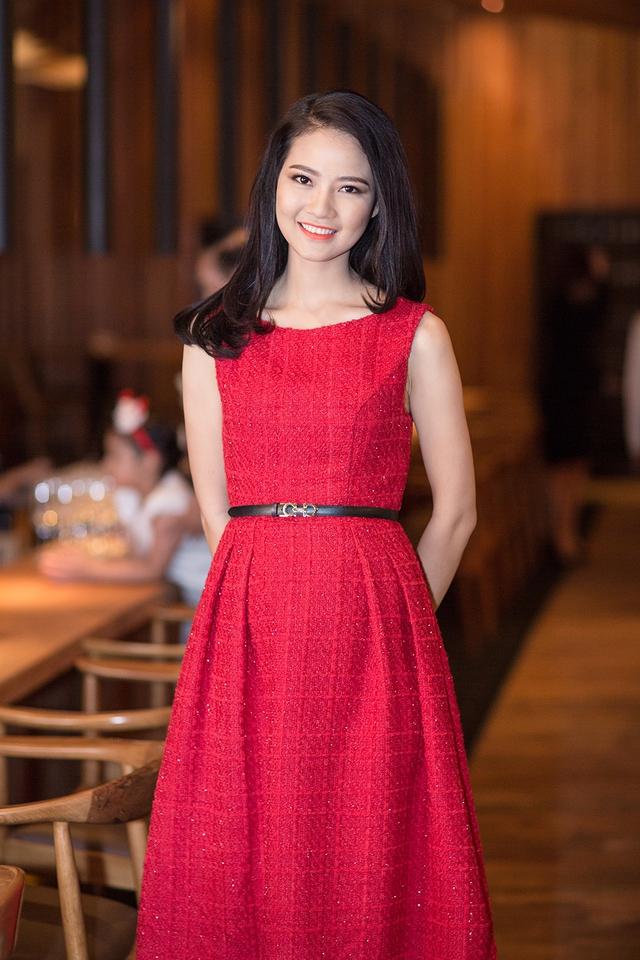 Có mặt tại buổi lễ, Hoa hậu Trần Thị Quỳnh xuất hiện với vẻ kín đáo, nhẹ nhàng.