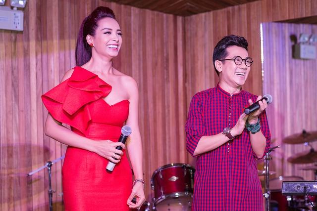 Thành Lộc và Thúy Hạnh là người tổ chức bữa tiệc. Hai nghệ sĩ muốn gửi lời tri ân, cám ơn bạn bè đã luôn đồng hành và giúp đỡ họ trong suốt thời gian qua..