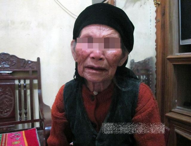 Bà Trịnh Thị Sen (90 tuổi; bà ngoại - mẹ của bà Tân): Tôi thương thằng Tân lắm, chỉ mong nó không phải đi tù thôi.