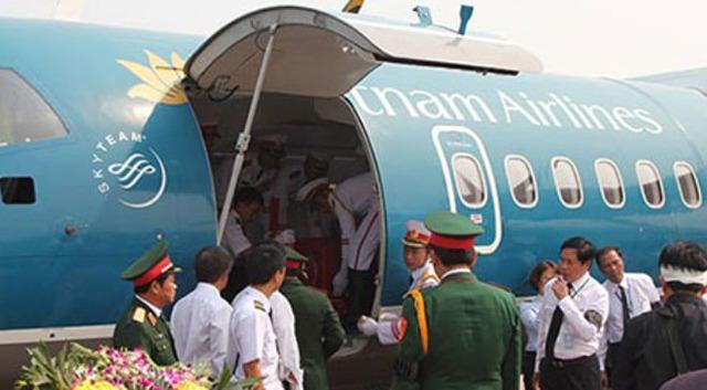 Chuyên cơ ATR72 chở linh cữu Đại tướng Võ Nguyên Giáp về với đất mẹ Quảng Bình năm 2013.