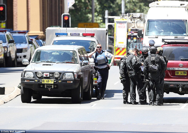 Cảnh sát tại hiện trường vụ bắt cóc.