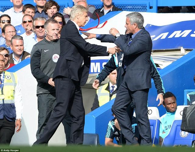 Giáo sư Wenger thất bại hoàn toàn trước Jose Mourinho