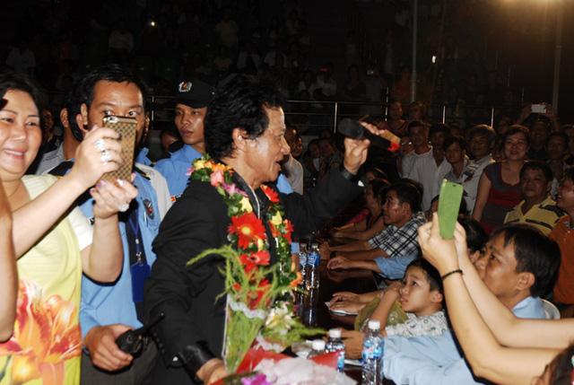 Tham gia đêm diễn có MC Kỳ Duyên, ca sĩ Sơn Tuyền, Giao Linh, Phương Mỹ Chi…
