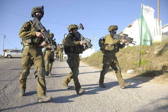 Các binh sĩ IDF với Micro Tavor