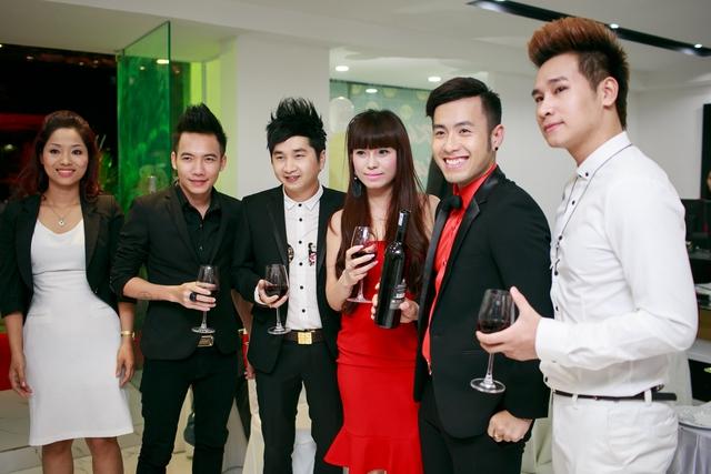 Tại sự kiện còn có sự góp mặt của khá nhiều ngôi sao ca nhạc như Akira Phan , Chu Bin ...