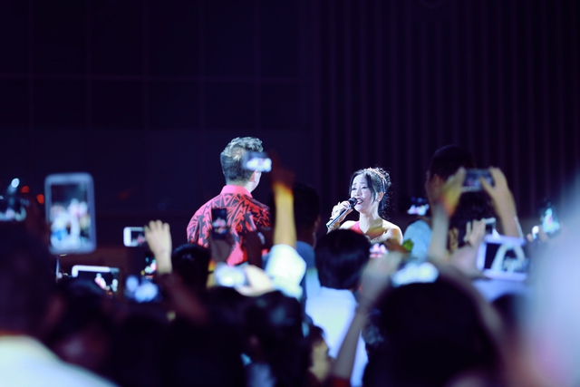 Chị bốngkết hợp cùng ông hoàng nhạc Việt Đàm Vĩnh Hưng ca khúc Diễm Xưa của nhạc sĩ Trịnh Công Sơn.