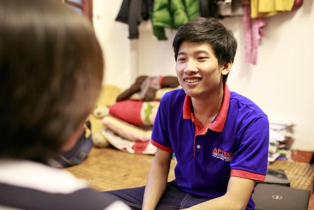 Tuy sống trong hoàn cảnh khó khăn, Nguyễn Hữu Tiếnvẫn rất vui vẻ và quyết tâm.