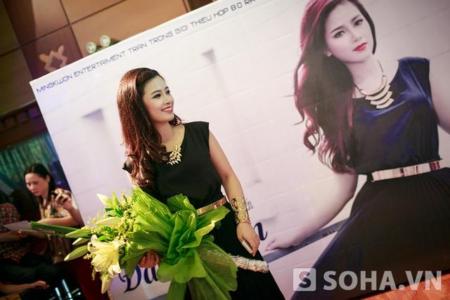 Đã bao lần - ca khúc Hoàng Yến ra mắt MV lần này là một bản ballad ngọt ngào về tình yêu do tác giả Vương Vũ sáng tác. Nhạc phẩm này được chính ca sĩ Mỹ Linh, huấn luyện viên của Dương Hoàng Yến tại The Voice 2013 tặng cho cô.