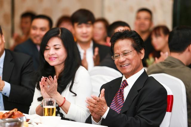 Ngày 13/11 vừa qua Chế Linh và vợ đã có mặt tại Hà Nội và gặp gỡ người hâm mộ.