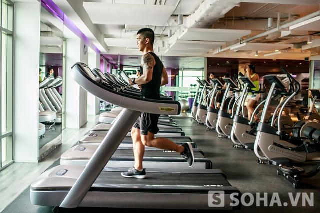 Mỗi ngày Cường dành ít nhất 3 tiếng cho việc tập gym và thể lưc.