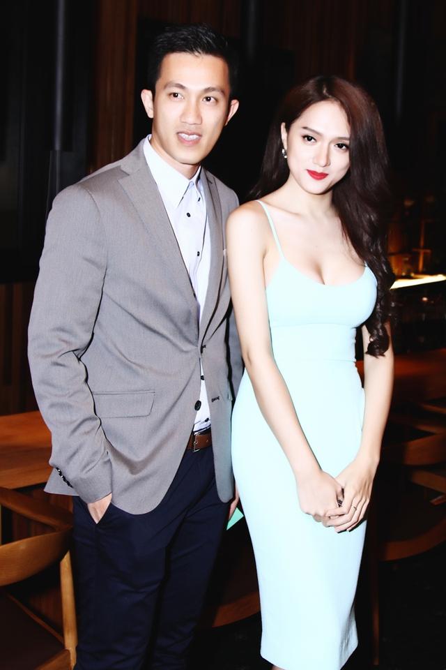 Sau một thời gian dài yêu nhau trải qua đủ mọi cung bậc cảm xúc từ khó khăn đến giận hờn và chia tay thì Hương Giang Idol và Criss Lai đã quyết định sống chung và hiện đang rất hạnh phúc.