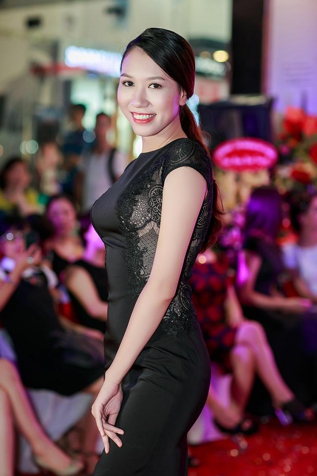 Tham dự sự kiện còn có Top 10 cuộc thi Hoa hậu Việt Nam Phước Hạnh.