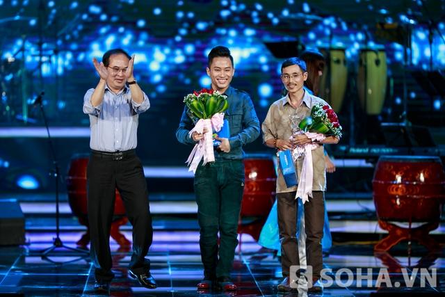 Tùng Dương nhận giải bài hát yêu thích của tháng với nhạc phẩm của nhạc sĩ Thế Song - Nơi đảo xa.Tùng Dương nhận giải bài hát yêu thích của tháng với nhạc phẩm của nhạc sĩ Thế Song - Nơi đảo xa.