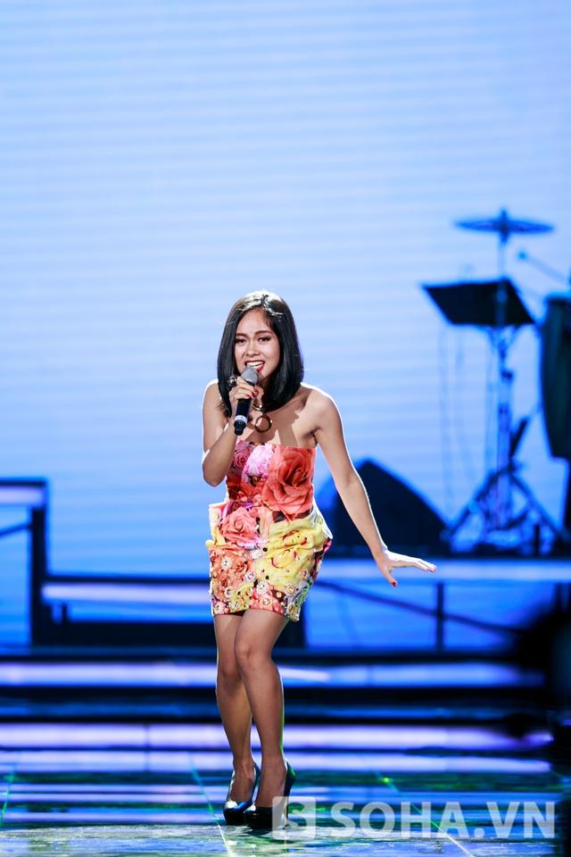 Hoàng Quyên nhận được rất nhiều lời khen từ ca sĩ Nguyễn Cường với ca khúc Sóng ngang.