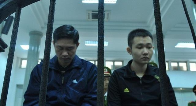 Bị cáo Nguyễn Mạnh Tường (trái) và Đào Quang Khánh (phải).